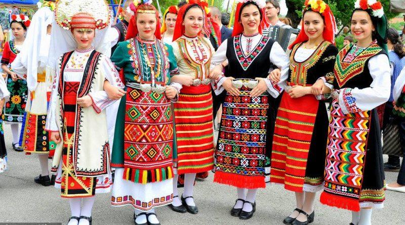 болгарки в народном костюме